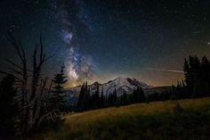 """StarWars"" #nightphotography #mountrainier #pnw #milkyway #skyporn #rokinoncontest #findyourpark"
