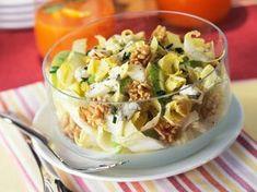 Découvrez la recette Salade d'endives, pommes, noix et roquefort sur cuisineactuelle.fr.