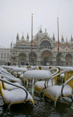 Snow-covered.. Venice, Italy | Flickr - Photo by mesebar2