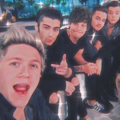 One Direction Collage, One Direction Selfie, Four One Direction, One Direction Images, One Direction Wallpaper, One Direction Humor, One Direction Photoshoot, Direction Quotes, Niall E Harry