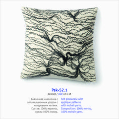 Felt pillowcase with applique patterns with mohair yarns. Composition: 100% merino, 100% mohair yarns.