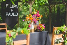 Filipa + Paulo Outdoor wedding with black and colourful flowers.  By: Flor de Laranjeira & Cheias de Graça