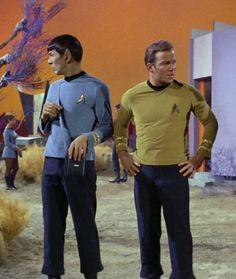 "Spock (Leonard Nimoy) and Capt. Kirk (William Shatner) - Star Trek: The Original Series ""The Deadly Years"" (First Broadcast: December Star Trek Tv Series, Star Trek Original Series, Star Trek Tos, Star Wars, Science Fiction, Fiction Film, Star Trek Wallpaper, Spock And Kirk, Star Trek 1966"