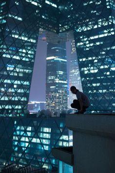 August 28 2017 at from absxnce Cyberpunk City, Arte Cyberpunk, Pink Lila, City Aesthetic, Detroit Become Human, Night City, Parkour, Mass Effect, Fantasy Landscape