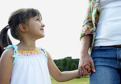 """""""Filhos de pais controladores tendem a ser tornar adultos infelizes"""", revela pesquisa"""