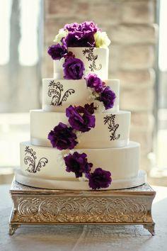I don't pin wedding stuff, but.....purple and white flower wedding cake!!!!!! :  wedding cake purple white white rose purple flourish white cake purple flowers LindaRyan Details 00012