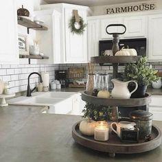 27 Gorgeous Farmhouse Style Decoration Ideas https://www.goodnewsarchitecture.com/2018/05/01/27-gorgeous-farmhouse-style-decoration-ideas/ Cool Kitchens, Modern Farmhouse Kitchens, Farmhouse Kitchen Cabinets, Kitchen Countertops, Kitchen Island, Kitchen Appliances, New Kitchen, Kitchen On A Budget, Dining Decor