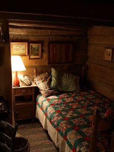 Home interior design - pioneer style cozy nook. Beautiful Houses Interior, Beautiful Bedrooms, Cozy Cabin, Cozy House, Cozy Nook, Winter Cabin, Winter Snow, Cosy, Country Cabin Decor