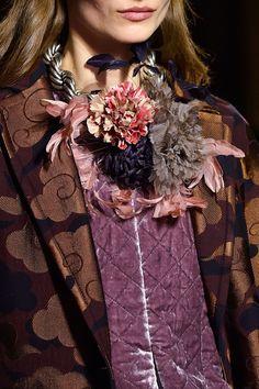 Dries Van Noten at Paris Fashion Week Fall 2015 - Details Runway Photos Quirky Fashion, Only Fashion, Ethnic Fashion, Womens Fashion, Bohemian Style, Boho Chic, Dries Van Noten, Alexander Mcqueen, Jeanne Lanvin