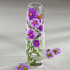 Aster Garden Vase by Uno Alla Volta Painted Glass Blocks, Painted Glass Bottles, Glass Bottle Crafts, Painted Vases, Bottle Art, Glass Painting Patterns, Glass Painting Designs, Vase Cristal, Inspiration Artistique