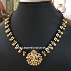 Floral Necklace with Gold Balls - Jewellery Designs Indian Wedding Jewelry, Indian Jewelry, Bridal Jewelry, Beaded Jewelry, Beaded Necklace, Gold Necklaces, Short Necklace, Simple Necklace, Gold Bangles