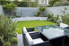 petit jardin dans l'arrière-cour- aménagement avec meubles en résine tressée