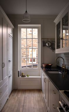 A historic townhouse in London was just fitted with a lovely deVOL Kitchen. What a beautiful sash window, just one of the many original features in this townhouse in Covent Garden, London. White Galley Kitchens, Galley Kitchen Design, Devol Kitchens, Grey Kitchens, Small Kitchens, Covent Garden, Küchen Design, Home Design, Layout Design