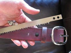BCNW Leather Belt with Swede Saw Blade – Joaquin Pedrozo – bushcraft camping Bushcraft Essentials, Bushcraft Skills, Bushcraft Gear, Bushcraft Camping, Survival Belt, Survival Knife, Survival Prepping, Survival Skills, Camping Survival