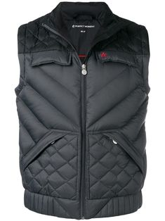Black and grey goose down Apres padded gilet from PERFECT MOMENT featuring a high standing collar, a front zip fastening, side zipped pockets, front flap pockets, an embroidered designer logo to the chest and a quilted effect. Summer Outfits Men, Casual Outfits, Stylish Men, Men Casual, Black Men, Black And Grey, Vest Jacket, Leather Jacket, Mens Outdoor Jackets