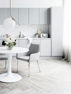 Farven grå kan bruges til alle rum i boligen. Det er en god farve, hvis man ønsker at skabe en...