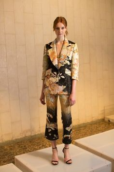 See the complete Josie Natori Spring 2017 Ready-to-Wear collection.