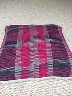 In my effort to re-create another cushion cover with plaid patterning, I failed to make the warp long enough to cover 4 times. So instead of making a full-coverage cushion, I made a partial co. Plaid Pattern, Ravelry, Hand Weaving, Mad, Cushions, Blanket, Crochet, Cover, Projects