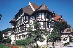 Außenansicht von Schloss Urach mit Nebengebäuden