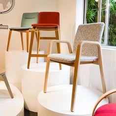 Scanform (@scanform.design) • Fotos y vídeos de Instagram Wishbone Chair, Instagram, Furniture, Home Decor, Auditorium, Industrial Design, Chairs, Restaurants, Mesas