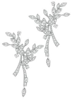 Premiers Brins #Earrings from #LesBlesDeChanel - #Chanel - #FineJewelry collection in 18K white gold set with 152 #BrilliantCut - #Diamonds (2.7 cts) - July 2016 ---