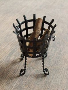 Sabs Mini Interiors: fire wood basket for tutorial. Made with wine/champagne top & small pot of water plants for a fishbowl Fairy Furniture, Doll Furniture, Dollhouse Furniture, Haunted Dollhouse, Diy Dollhouse, Dollhouse Miniatures, Fire Basket, Wood Basket, Vitrine Miniature