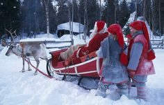 Una Navidad en el pueblo de Santa Claus Sigue creyendo en la magia de la Navidad. Te descubrimos en imágenes la Santa Claus Village, la residencia oficial del entrañable Papá Noel. Está en la ciudad finlandesa de Rovaniemi, en el Círculo Polar Ártico.