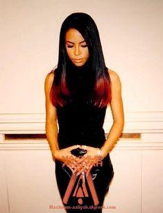 Aaliyah Photo: Aaliyah 'museum photoshoot' *RARE* credit: maximum-aaliyah by Sabrina Rip Aaliyah, Aaliyah Style, Aaliyah Singer, Christina Aguilera, Black Is Beautiful, Beautiful People, Beautiful Women, Jennifer Lopez, Jennifer Garner