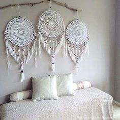 Handmade Home Decor Handmade Home Decor, Diy Home Decor, Dreamcatcher Crochet, White Dreamcatcher, Los Dreamcatchers, Doily Dream Catchers, Dream Catcher Decor, Creation Deco, Home And Deco