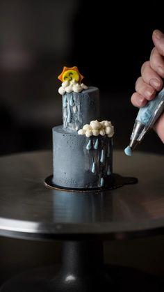 Cake Decorating Frosting, Cake Decorating Videos, Birthday Cake Decorating, Cake Decorating Techniques, Mini Cakes, Cupcake Cakes, Mini Birthday Cakes, Pretty Birthday Cakes, 3d Cakes