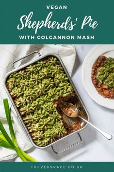 The ultimate British comfort food - a hearty vegan Shepherds Pie topped with colcannon mash. Vegan Indian Recipes, Delicious Vegan Recipes, Vegetarian Recipes, Vegan Meals, Veggie Recipes, Vegan Shepherds Pie, Cottage Pie, Thing 1, Roast Dinner