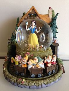 Disney Store Exclusive Snow White's Cottage Musical Snowglobe NIB | eBay