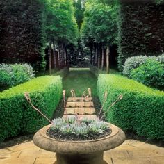La simetría en el diseño de jardines... tan importante como hermosa...