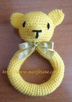 Tiğ işi Açiklamali Ayicik Çingirak crochet bear rattle:http://www.marifetane.com/2013/01/dut-iple-yeni-tig-isi-bebek-battaniyesi.html