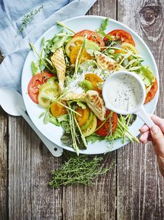 De allerlekkerste slaatjes met kip - Libelle Lekker Caprese Salad, Cobb Salad, Salad Recipes, Healthy Recipes, Healthy Food, How To Cook Quinoa, Avocado Toast, Salads, Lunch