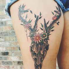 45 Intriguing Thigh Tattoos Ideas For Women - Be Attractive Check more at http://tattoo-journal.com/40-intriguing-thigh-tattoos/