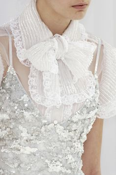 82 details photos of Chanel at Couture Spring 2006.