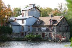 Le Moulin Lapierre, Saint - Norbert / farines biologiques, pains et pâtisseries Lapierre, Le Moulin, Sunday, Canada, Cabin, House Styles, Places, Photos, Vacation