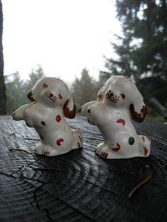 Another find for your salt and pepper shaker collection. Vintage Dancing Puppy Salt and Pepper Shakers - Begging Dogs from HeartSmileFarms on Etsy