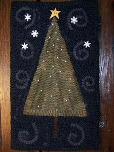 I finished hemming the Christmas mat that I've been hooking this week. It is X and is hooked entirely with hand dyed wools. The bac. Rug Hooking Designs, Rug Hooking Patterns, Christmas Tree Rug, Primitive Christmas, Penny Rug Patterns, Felted Wool Crafts, Latch Hook Rugs, Penny Rugs, Xmas Crafts