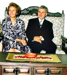 Lovitură de stat 1989   Nicolae Ceauşescu Preşedintele României site oficial Romania, Mtv, History, Instagram, Military, Venice, Truck, Historia
