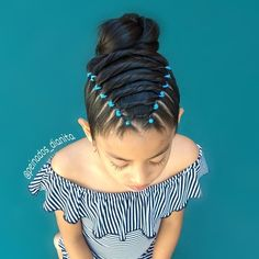 Half braided tie back. I used a bobby pin in the middle of the 3 braids to get the crossed appearance. Also, this little cotton schoolgirl… Cute Little Girl Hairstyles, Girls Natural Hairstyles, Baby Girl Hairstyles, Cute Hairstyles, Braided Hairstyles, Girl Hair Dos, Hair Due, Natural Hair Styles For Black Women, Toddler Hair