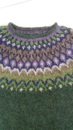 Ravelry is a community site, an organizational tool, and a yarn & pattern database for knitters and crocheters. Fair Isle Knitting Patterns, Knitting Stitches, Knitting Socks, Free Knitting, Knitting Projects, Knitting Tutorials, Handgestrickte Pullover, Knit Crochet, Crochet Granny