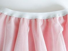 How to make an exposed elastic tulle skirt Tulle Skirt Kids, Girls Skirt Patterns, To My Daughter, Kids Outfits, Gym Shorts Womens, Ballet Skirt, Zig Zag, Skirts, How To Make
