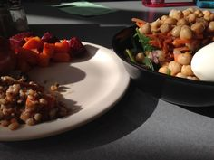 """Healthy eating in college dining halls is discussed, with healthy dining hall options for breakfast, lunch, and dinner, and healthy dining hall """"hacks"""" so you can eat balanced and nutritious meals in college."""