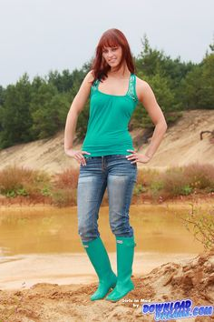 Girls in mud   ... 10:01 am Post subject: Mud all over - new Video with Rubber Boots