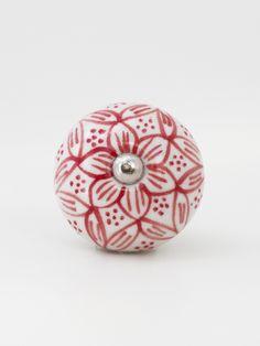 Para quem quer puxar o astral do seu móvel lá pro alto. O Puxador de Ceramica Florita é charmosíssimo, com um toque vintage, que vai deixar o seu ambiente mais leve e descontraído.