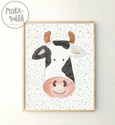 Lámina Vaca infantil en acuarela, en tonalidades grises, blanco, negro y un tono rosa anaranjado. Ideal para una decoración infantil original y diferente, de la colección de animales de la granja en acuarela. Pintado y diseñado por MARAQUELA