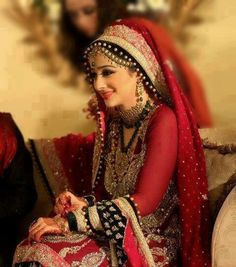 Love the dupatta setting on this bride! #PerfectMuslimWedding