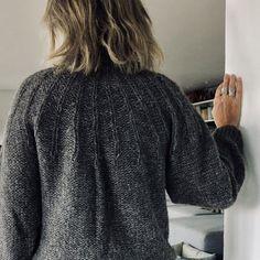 Eksperimentet - strikket sweater i silke og alpacca - FiftyFabulous Sweater Outfits, Men Sweater, Baby Knitting Patterns, Knitting Ideas, Urban Fashion, Fashion Top, Knitwear, Knit Crochet, Tweed